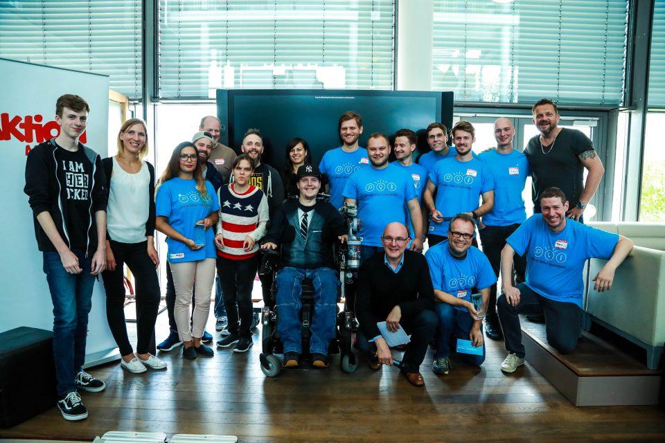Bild Preisverleihung Hackathon. BIRNE7, Aktion Mensch und Betroffene auf einem Bild.