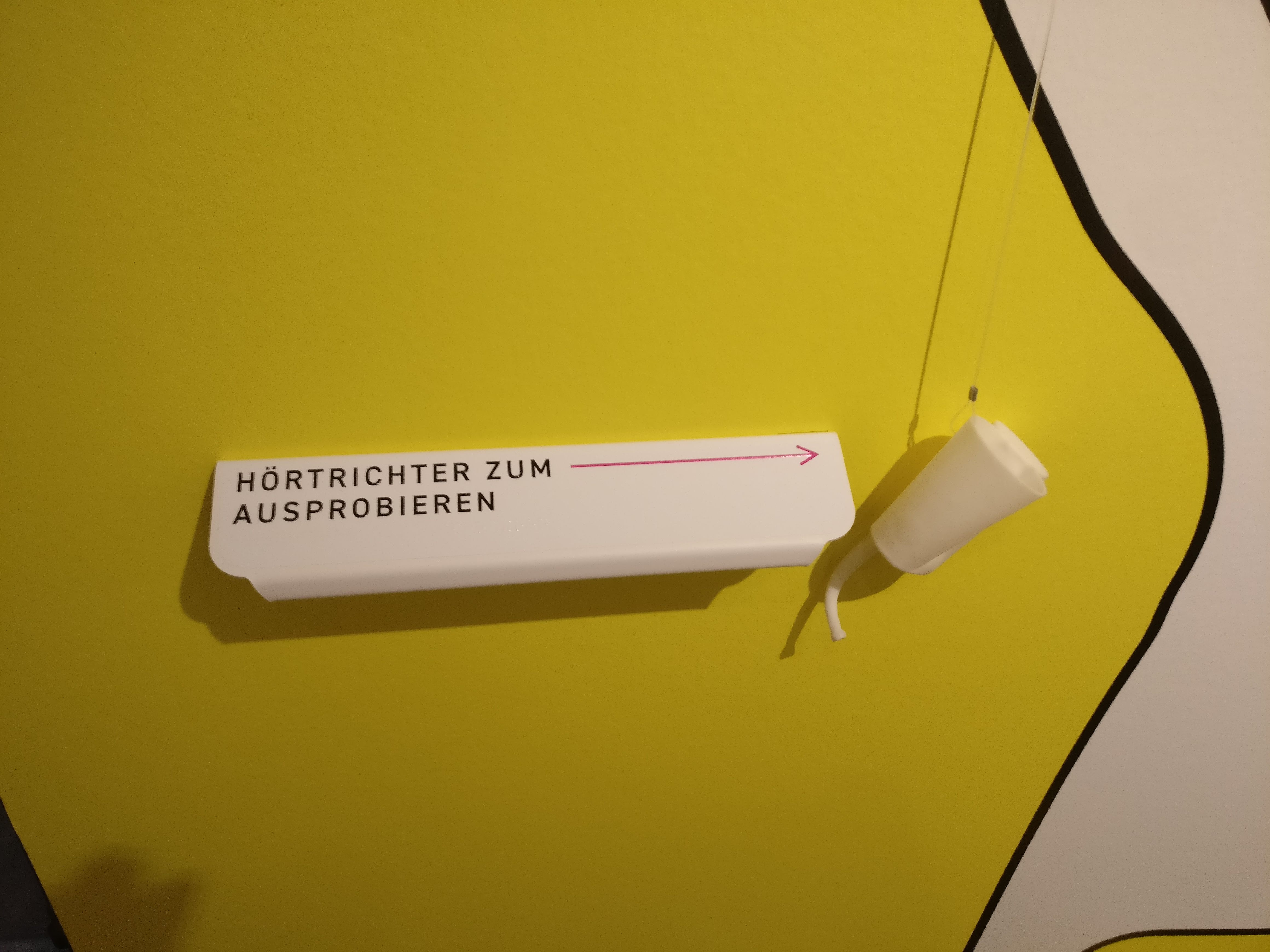 3D gedrucktes Hörrohr hängt im Museum